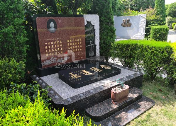 有人总是觉得《大朗陵园》不好?我搞不懂:就看大朗陵园墓碑的做工就知道大朗人多用心!