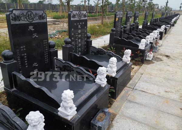 成都青白江福洪红庙子公益性公墓29200消费的是独立立碑双墓