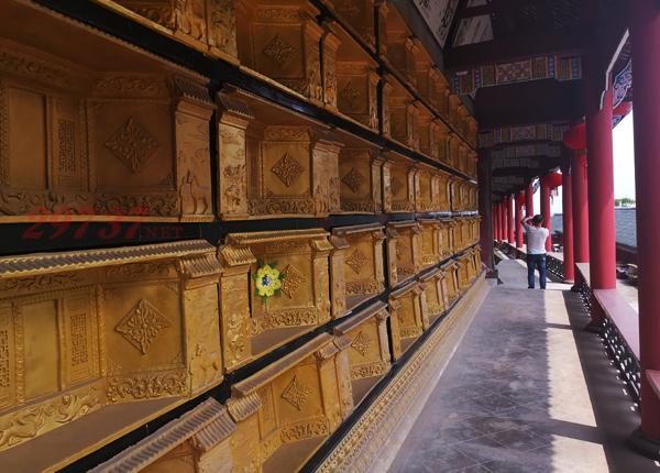 成都东岳村白塔山公墓双墓壁葬:壁葬性价比之王