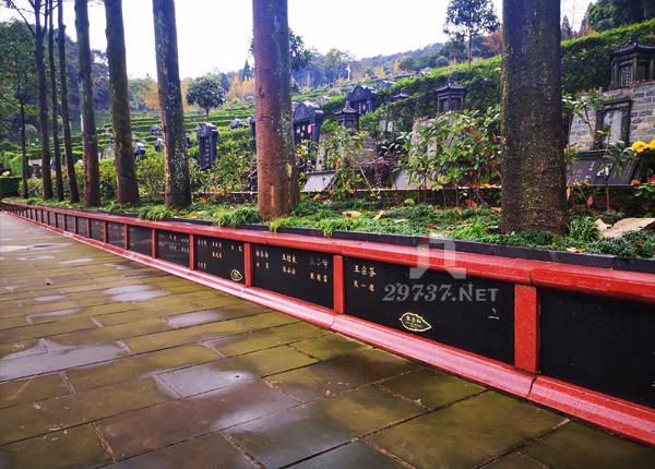 青城山公墓味江陵园独具一格的树葬、花坛葬、石窟葬、遗体捐赠园