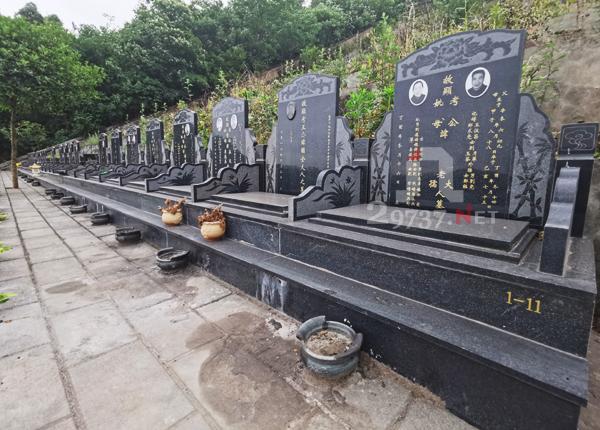 龙门山晋原镇金龙村金土坡公墓性价比超高实惠经济型双墓