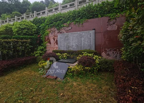 成都法华寺红枫艺术陵园定制墓、成品豪华墓有哪些?