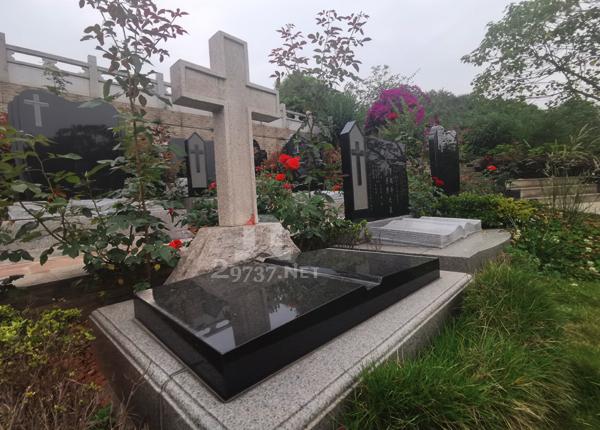 蒲江红枫<a href=http://www.29737.org target=_blank class=infotextkey>陵园</a>特色基督教墓区、天主教墓区