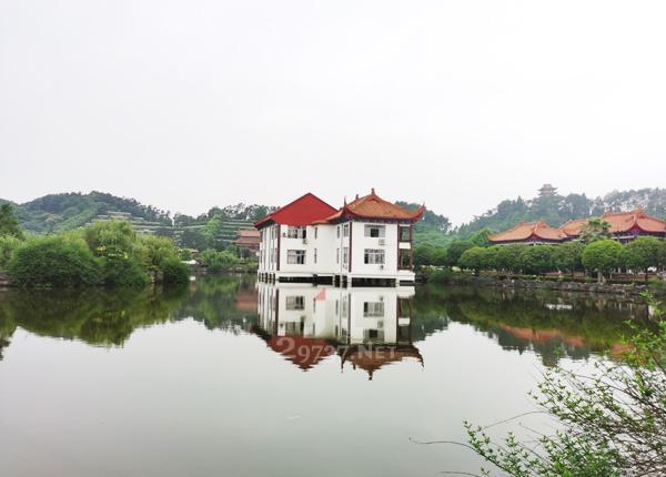 成都九仙山为靠法华寺为伴红枫湖为邻蒲江红枫艺术陵园