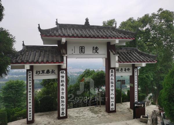 杨超省长题字《陵园》白塔山公墓标准双墓有哪些?