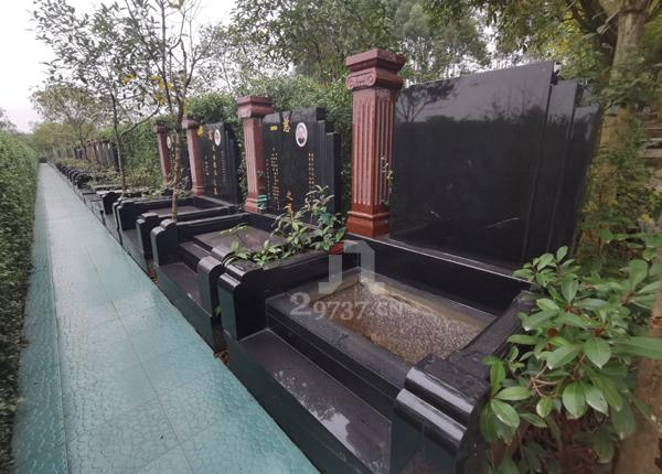 龙灯山清凉寺白马河如玉带环绕:东郊殡仪馆旁三圣乡金沙陵园